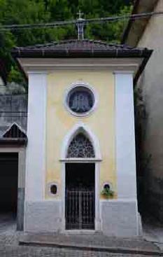 Luoghi di culto cappella della madonna del carmine - Zoccolo esterno facciata ...